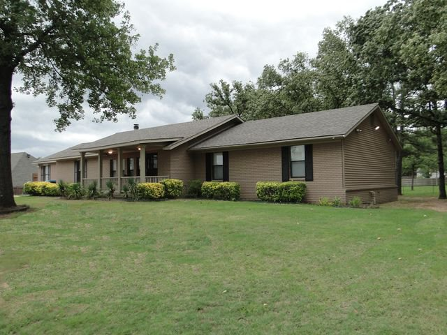 Picture of home with rolling lawn, bushes and tree - Little Rock Rentals